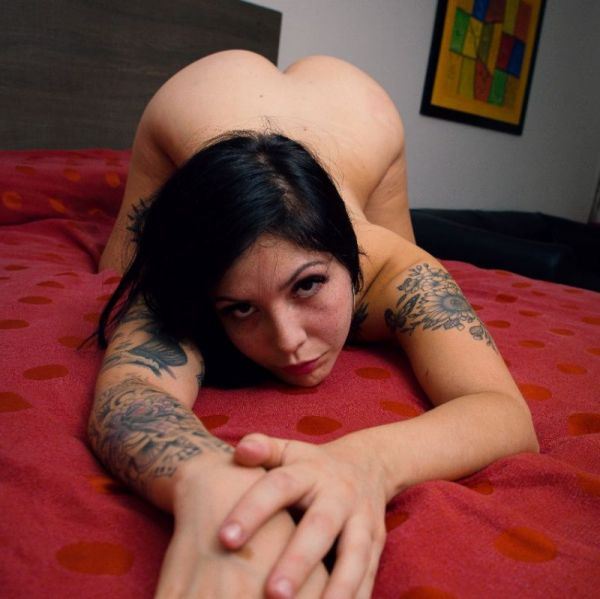 SOY UNA CHICA MUY SEXY Y CURVILINEA  TE VOY A SEDUCIR CON MI VOZ Y CARITA DE ZORRA MI AMOR TE ESPERO VIRTUALMENTE 😘