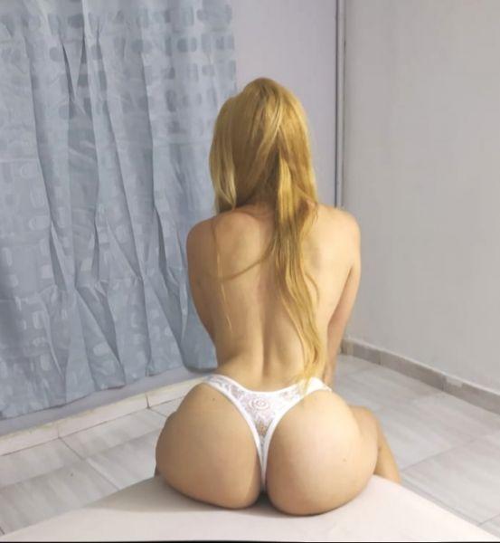 Mona vip de lujo con 18 años recién llegada a Barranquilla cara angelical piel de seda súper blanca amable y carismática en vuelve con su mirada seductora y una boca perfecta para el oral